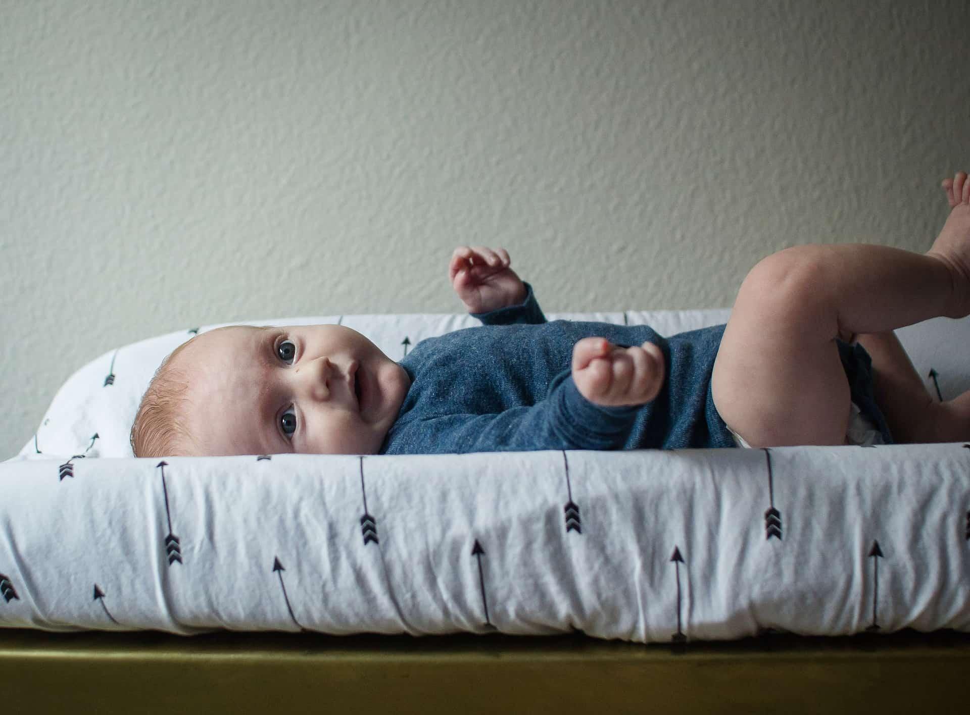Bebé en cambiador